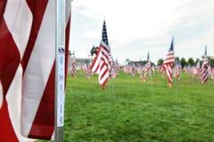 Il nome di una vittima di 9-11 sull'albero della bandierina degli Stati Uniti Fotografia Stock