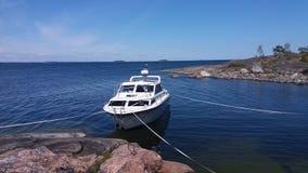 Il nostro cottage dell'estate è una barca Fotografia Stock Libera da Diritti