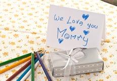Il nostro regalo alla mamma fotografie stock libere da diritti