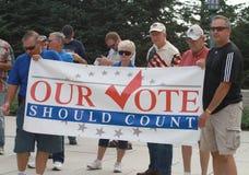 Il nostro voto dovrebbe contare il segno a raduno assicurare i nostri confini Immagine Stock Libera da Diritti