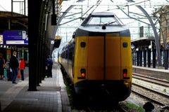 Il NS si prepara alla stazione ferroviaria Utrecht, Olanda, Paesi Bassi del binario Immagine Stock