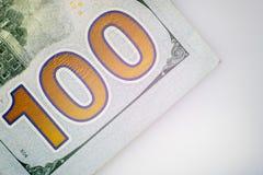 Il numero cento Primo piano di una parte della banconota in dollari degli Stati Uniti cento Macro immagine stock