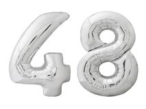 Il numero d'argento 48 quarantotto ha fatto del pallone gonfiabile isolato su bianco Fotografia Stock