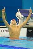 Il nuotatore Yang Sun del campione olimpico della Cina celebra la vittoria dopo il finale di stile libero del ` la s 200m degli u Immagini Stock Libere da Diritti