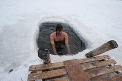 Il nuoto di inverno fotografia stock libera da diritti