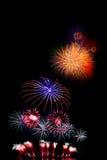 il nuovo anno dei fuochi d'artificio celebra - il bello isolante variopinto del fuoco d'artificio Immagini Stock Libere da Diritti