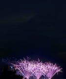 il nuovo anno dei fuochi d'artificio celebra - il bello isolante variopinto del fuoco d'artificio Immagini Stock