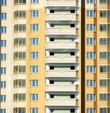 Il nuovo edificio residenziale moderno è pronto per vivere Immagine Stock