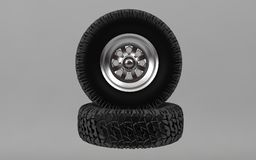 Il nuovo pneumatico fuori strada isolato su fondo grigio 3d rende Fotografie Stock Libere da Diritti