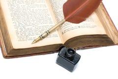 Il nuovo testamento (vecchia versione), fine a penna ed inchiostro su. Fotografie Stock