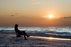 Il Oldman ed il mare Immagine Stock
