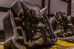 Il oni del demone lapida i protettori del tempio fotografie stock