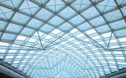 Il organiz d'acciaio della costruzione del tetto moderno della stazione Fotografia Stock Libera da Diritti