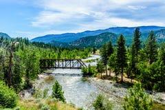 Il ove d'acciaio del ponte di capriata Nicola River fra Merritt e Spences getta un ponte su in Columbia Britannica Immagini Stock