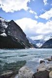 Il pack dell'inverno retrocede da Lake Louise, Alberta fotografie stock libere da diritti