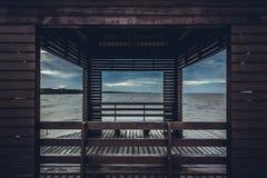 Il padiglione incornicia il buio del tono per fondo Fotografia Stock