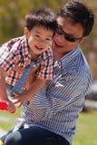 Il padre ed il figlio hanno divertimento Fotografia Stock Libera da Diritti