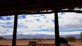 Il paesaggio arido e desolato del deserto di Atacama, Cile fotografia stock