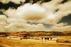 Il paesaggio autunnale del plateau del Tibet - di Qinghai Immagine Stock
