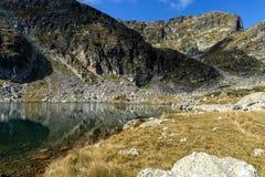 Il paesaggio dei laghi Elenski e Malyovitsa alzano, montagna di Rila Immagine Stock