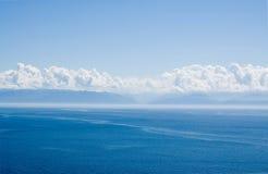 Il paesaggio del Baikal con le nubi Fotografia Stock