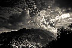 Il paesaggio del distretto di Sindhupalchowk sul Nepal/borde tibetano fotografia stock libera da diritti