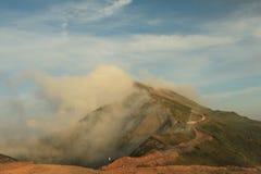 Il paesaggio del giorno di estate delle montagne di Caucaso Fotografia Stock