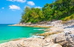 Il paesaggio del mare e della riva immagine stock libera da diritti