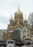 Il paesaggio della città con la chiesa Immagini Stock