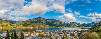 Il paesaggio della montagna con il lago Zeller in Zell vede, l'Austria Fotografia Stock