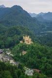 Il paesaggio delle alpi bavaresi in Germania, castello di Hohenschwangau rivaleggia Immagini Stock Libere da Diritti