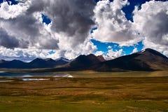 Il paesaggio delle montagne di Tanggula Immagini Stock Libere da Diritti