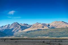 Il paesaggio di autunno della montagna con la foresta variopinta Fotografia Stock Libera da Diritti