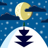 Il paesaggio di notte di inverno - moon, albero della conifera (abete) Fotografia Stock Libera da Diritti
