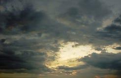il paesaggio di potrebbe sul cielo nel tramonto fotografie stock