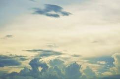 Il paesaggio di potrebbe sul cielo nella sera fotografie stock