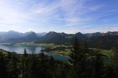 Il paesaggio intorno al lago Wolfgangsee, Schafbergbahn, Salzkammergut, Salisburgo, Austria Immagine Stock