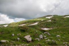 Il paesaggio magnifico della montagna della riserva naturale di Caucaso immagini stock