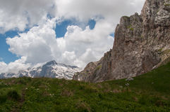 Il paesaggio magnifico della montagna della riserva naturale di Caucaso Immagini Stock Libere da Diritti