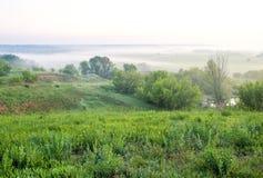 Il paesaggio nel paese, foschia prima dell'alba Fotografie Stock Libere da Diritti