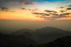 Il paesaggio nuvoloso del cielo e della montagna al tha del distretto di Chiang Mai Fotografie Stock Libere da Diritti