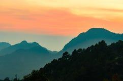 Il paesaggio nuvoloso del cielo e della montagna al tha del distretto di Chiang Mai Immagine Stock Libera da Diritti