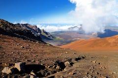 Il paesaggio sbalorditivo del cratere del vulcano di Haleakala visto dalle sabbie scorrevoli trascina, Maui, Hawai Fotografie Stock Libere da Diritti