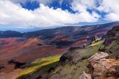 Il paesaggio sbalorditivo del cratere del vulcano di Haleakala preso a Kalahaku trascura alla sommità di Haleakala Maui, Hawai Fotografia Stock Libera da Diritti