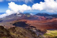 Il paesaggio sbalorditivo del cratere del vulcano di Haleakala preso a Kalahaku trascura alla sommità di Haleakala Maui, Hawai Immagini Stock Libere da Diritti