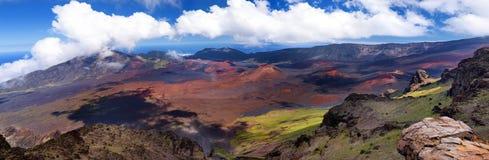 Il paesaggio sbalorditivo del cratere del vulcano di Haleakala preso a Kalahaku trascura alla sommità di Haleakala Maui, Hawai Immagine Stock