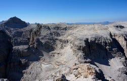 Il paesaggio selvaggio nel gruppo di area di alta montagna/sella e la vista al boe del piz alzano Immagini Stock Libere da Diritti