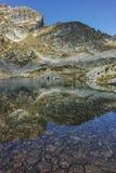 Il paesaggio stupefacente dei laghi Elenski e Malyovitsa alzano, montagna di Rila Immagini Stock