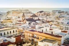 Il paesaggio urbano di Cadice ha circondato dall'Oceano Atlantico, Andalusia, Fotografia Stock Libera da Diritti