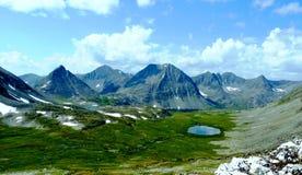 Il paese delle montagne, dei laghi e delle nubi Immagine Stock Libera da Diritti
